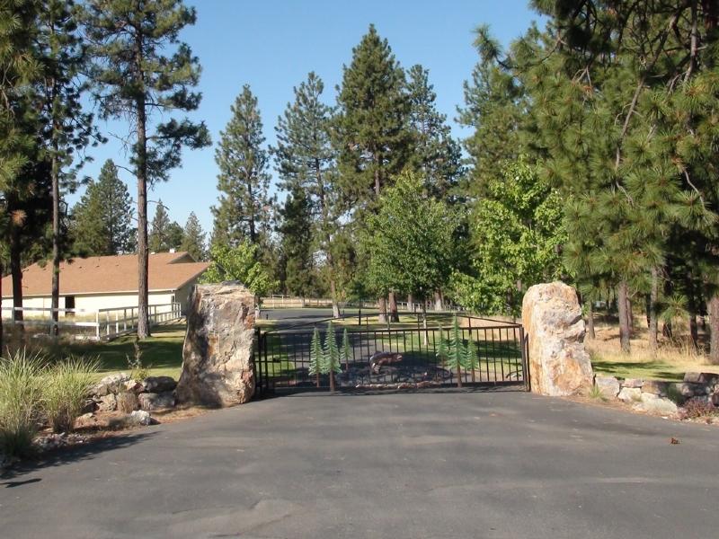 Boulder gate supports