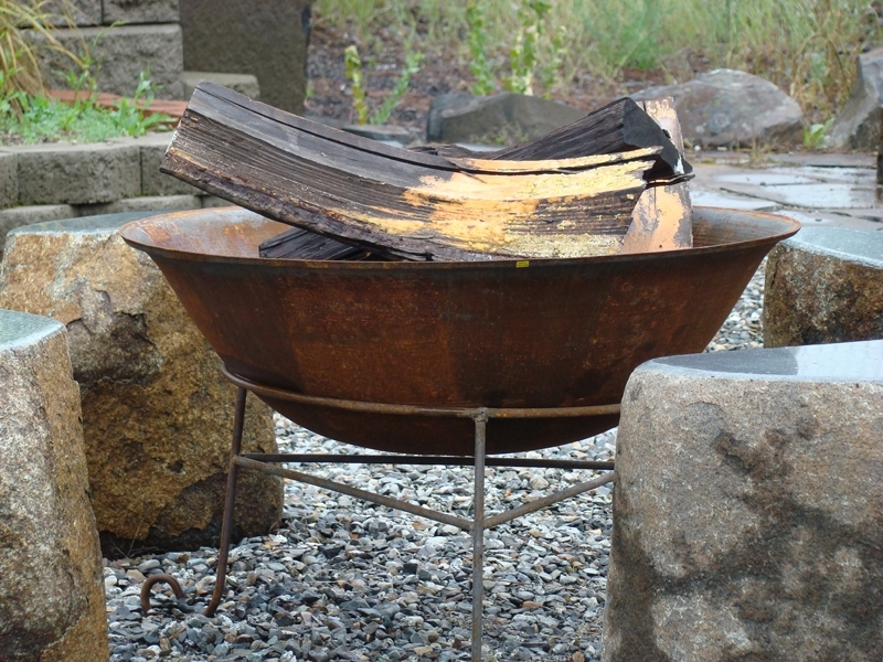 Cast steel fire pit